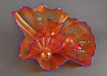 Seashell Orange Persian Set With Indigo Lip Wraps 2002 15 in Sculpture - Dale Chihuly