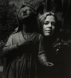 Untitled (Girl Posing With Statue St Bernadette) 1973 Photography - Imogen Cunningham