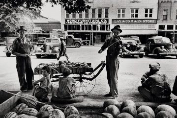 Melon Salesman And Fidler At a Marketplace in Scott, Mississippi Photography - Alfred Eisenstaedt