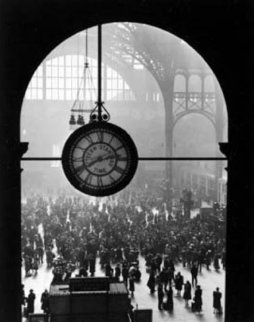 Farewell to Servicemen 1943 (Penn Station New York) Photography by Alfred Eisenstaedt