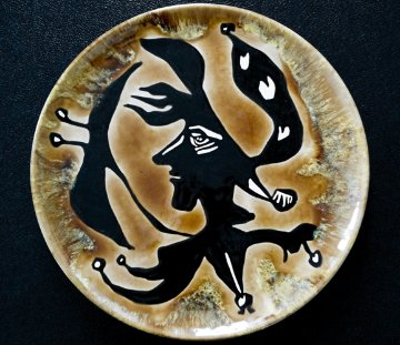 Grand Tete  Ceramic Plate 1950 15 in Sculpture - Jean Lurcat