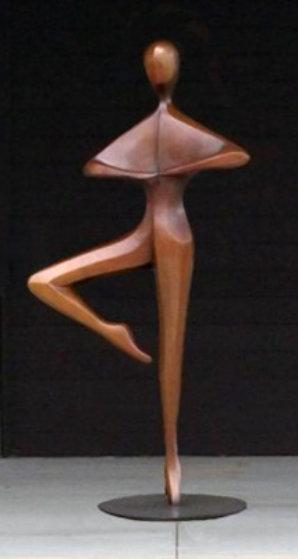 Pirouette (Monumental) Bronze Sculpture Ap 84 in Sculpture by Robert Holmes